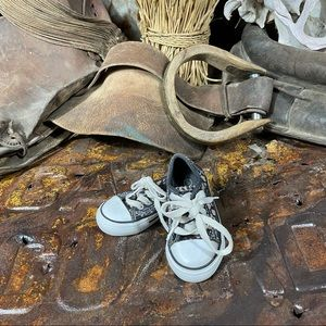 Kidgets Children's Girl's Low Top Shoes Size 5
